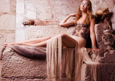 Fotograaf: Kertin Vasser / Modell: Pia-Lotta (E.M.A Model Management) / Stilist, kunstiline juht ja produtsent: Mariliin Saar / Soengud: Olga Krõlova / Assistent: Alexander Korenevski / Re-touch: Isabella Ortiz